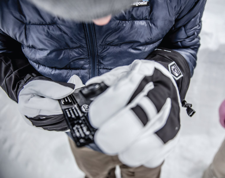 Using a snow crystal card and magnifier while wearing Hestra gloves